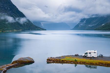 Familienurlaubsreise Wohnmobil, Urlaubsreise im Reisemobil, Wohnwagenurlaub. Schöne Natur-Norwegen-Naturlandschaft.