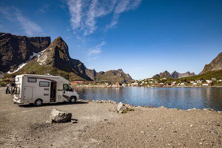 Familienurlaub Reise RV, Urlaubsreise im Wohnmobil, Wohnwagen Urlaub Standard-Bild