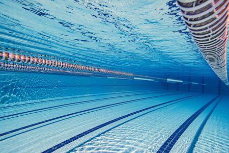 Zwembad onder water