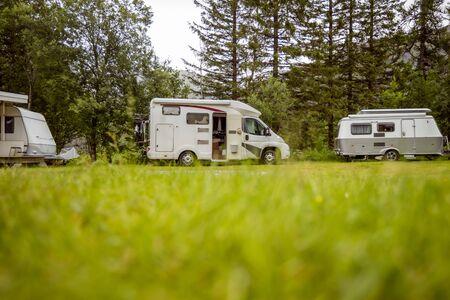 Family vacation travel RV, holiday trip in motorhome, Caravan car Vacation. Imagens