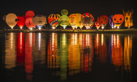 航空ショー: CHIANG RAI, THAILAND - FEBRUARY 14, 2017 : International Balloon Fiesta 2017 is the festival of happiness at Singha Park Chiang Rai 14- 18 February 2017 northern of Thailand.