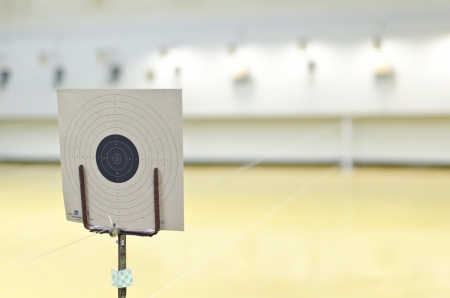 Ziel der Pistole geschossen Standard-Bild - 17045907