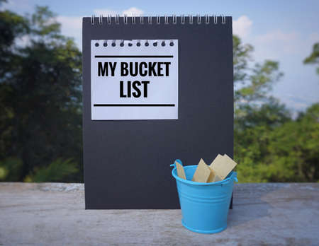 Inspirational and conceptual - 'My bucket list ' written on a white sticky note. With vintage styled background. Imagens