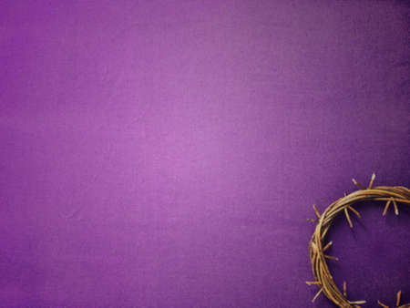Good Friday, Lent Season and Holy Week concept - A woven crown of thorns on purple background. Standard-Bild