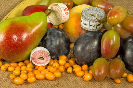 centimeters: Image of different fruits and centimeters