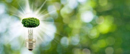 緑の背景に電球のツリーの様式化された画像をクローズ アップ 写真素材