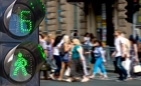 semaforo peatonal: semáforo de la gente que camina fondo