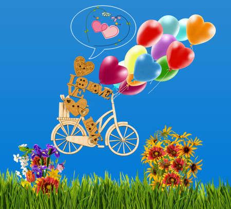 marioneta de madera: Imagen del pequeño hombre decorativo en una bicicleta y globos contra el cielo. Hombre de madera, corazones, globos y flores como símbolo de amor y vacaciones.