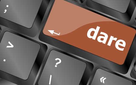 osare: osare parola sulla tastiera, il pulsante del computer portatile Archivio Fotografico