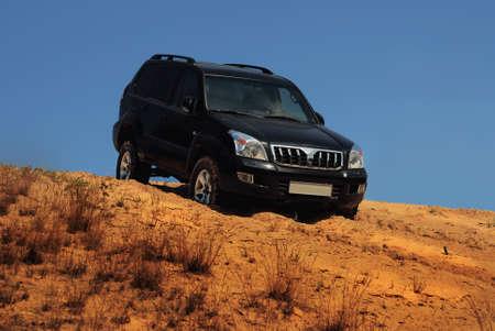 4x4 coche en la arena de las pistas