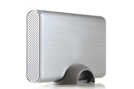 Portable Festplatte, die isoliert auf weißem Hintergrund