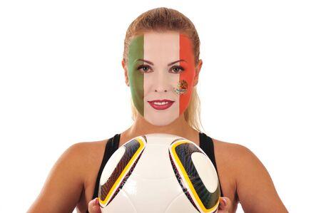 cara pintada: Mundial 2010 - Fan de M�xico con el rostro pintado con el bal�n de f�tbol Foto de archivo