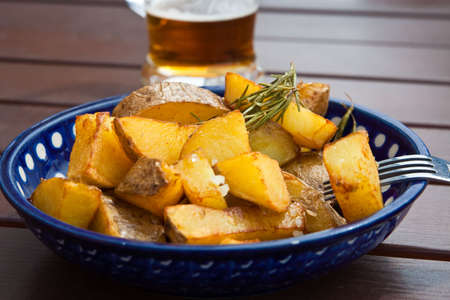 Rosmarin-Kartoffeln Standard-Bild - 5355043