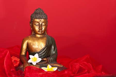 Buddha-Figur Standard-Bild - 13389394