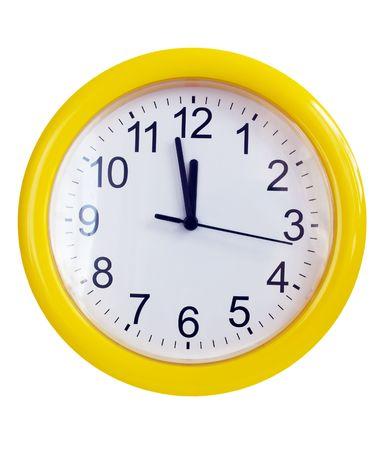 reloj pared: Reloj de pared amarillo aislados en blanco