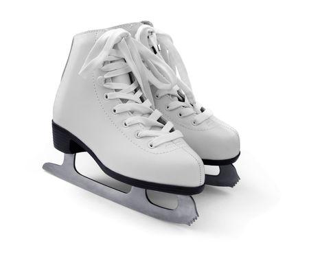patinaje: Par de patines para hielo blanco figura femenina, aislados en blanco Foto de archivo