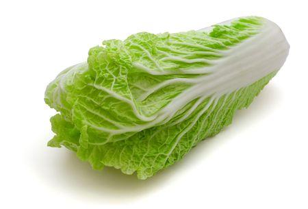 cabbage: Verse napa (chinese) kool op wit wordt geïsoleerd