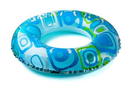 Blauwe opblaasbare ronde buis op wit wordt geïsoleerd