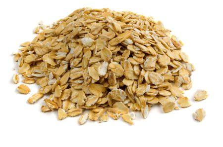 corn flakes: Pile of porridge oats isolated on white