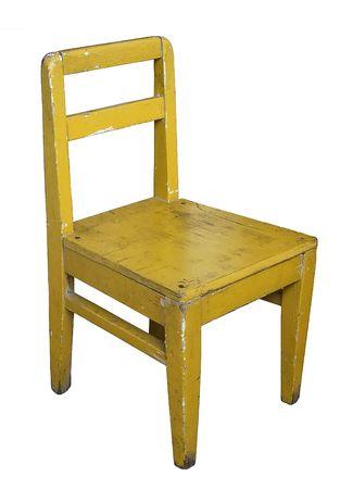 silla de madera: Peque�a silla vieja de madera pintada aislado en blanco
