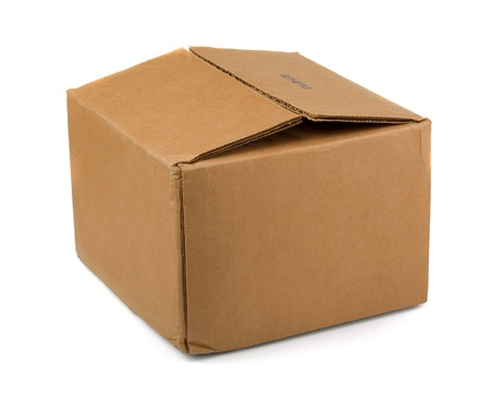 boite carton: Bo�te de carton brune isol�e sur fond blanc Banque d'images