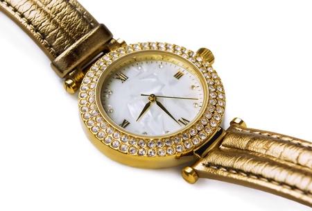 woman clock: Reloj de pulsera de oro de lujo con gemas aislados en blanco