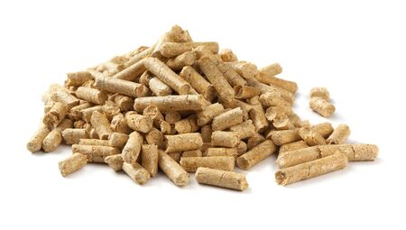 wood pellet: Mucchio di pellet di legno isolata on white