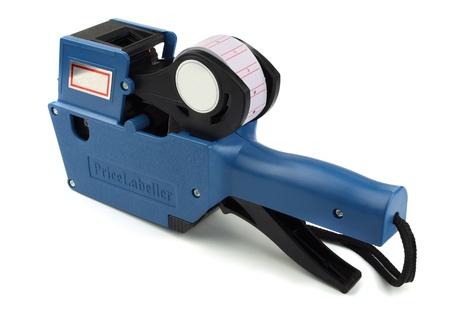 Étiqueteuse de prix en plastique bleu isolé sur fond blanc