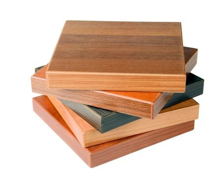 caoba: Pila de madera muestras de suelo aislado en blanco