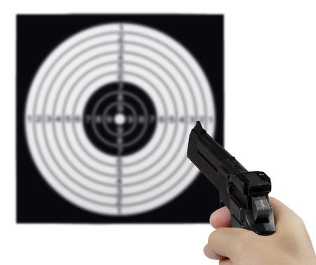 shooting target: Hand met het pistool tegen het schieten doel