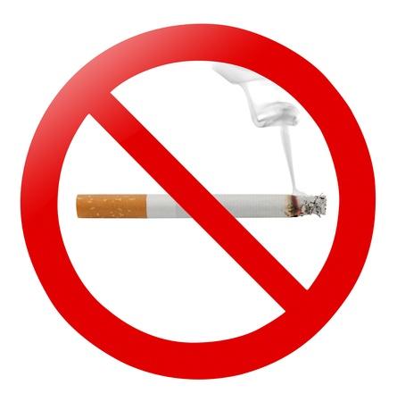 prohibido fumar: Signo tradicional no fumar aislado en blanco