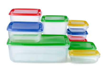 envases de plástico: Pila de envases plásticos de alimentos aislados en blanco
