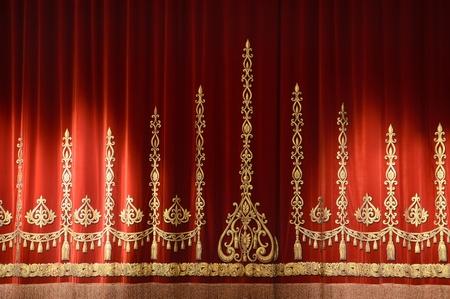 sipario chiuso: Rosso e oro, il teatro tenda di sfondo stage