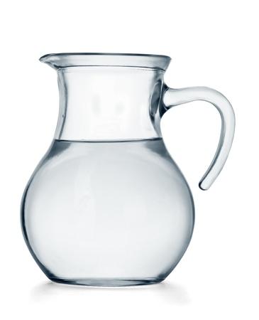 purified water: Jarra de cristal de agua aisladas sobre fondo blanco