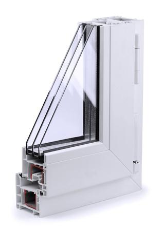 ventanas abiertas: Secci�n del perfil de la ventana de pl�stico aislado en blanco Foto de archivo