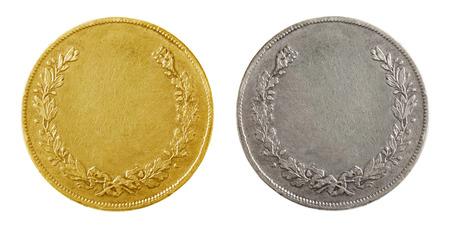 monedas antiguas: Oro y monedas de plata en blanco viejos aislados en blanco
