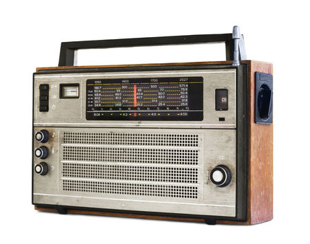 transistor: Antigua radio transistor aislado en blanco