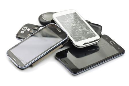 Stapel van gebroken smart phones
