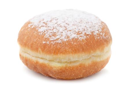Berliner ciambella tedesco con glassa di zucchero isolato su bianco