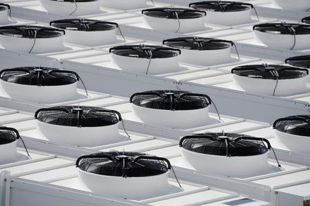 Sistema industriale di ventilazione e condizionamento Archivio Fotografico - 51234941