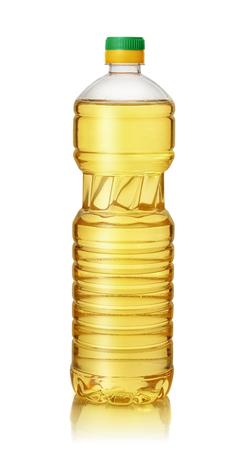 Bouteille en plastique d'huile végétale isolé sur blanc