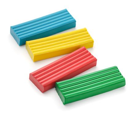 Quatre couleurs des briques d'argile de modélisation isolé sur blanc