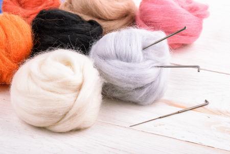 Close up of wool needle felting kit on wooden surface Standard-Bild