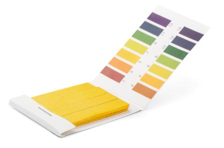 Tornasole PH strisce reattive e campioni di colore isolati su bianco Archivio Fotografico