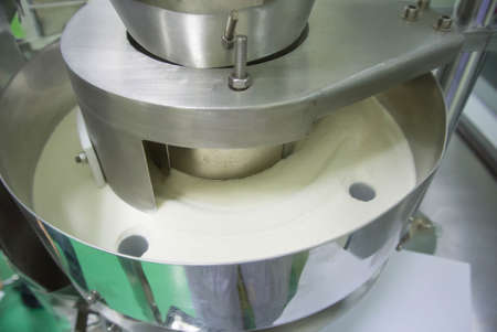 pharmaceutical factory: power packing filling machine in food supplement or pharmaceutical factory