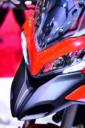 musculine: Ducati Red Bike