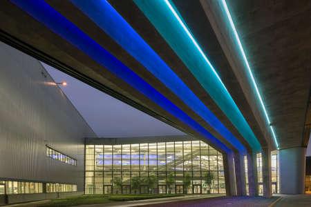 soumis: LEIPZIG, ALLEMAGNE - 10 février 2015: Le bâtiment central BMW Situé à Leipzig, en Allemagne a été la conception gagnante soumis à la concurrence par le prix Pritzker architecte lauréat, Zaha Hadid. Le bâtiment central est le centre névralgique de la nouvelle 1,55 $ billi BMW Éditoriale
