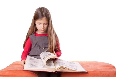 Fille avec un livre d'images.