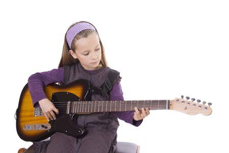 Ein junges Mädchen spielt Gitarre. Standard-Bild - 12031445