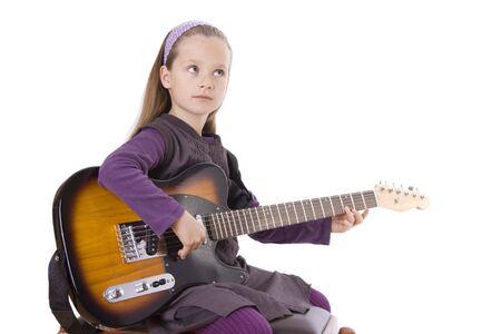 Ein junges Mädchen spielt Gitarre. Standard-Bild - 12031444